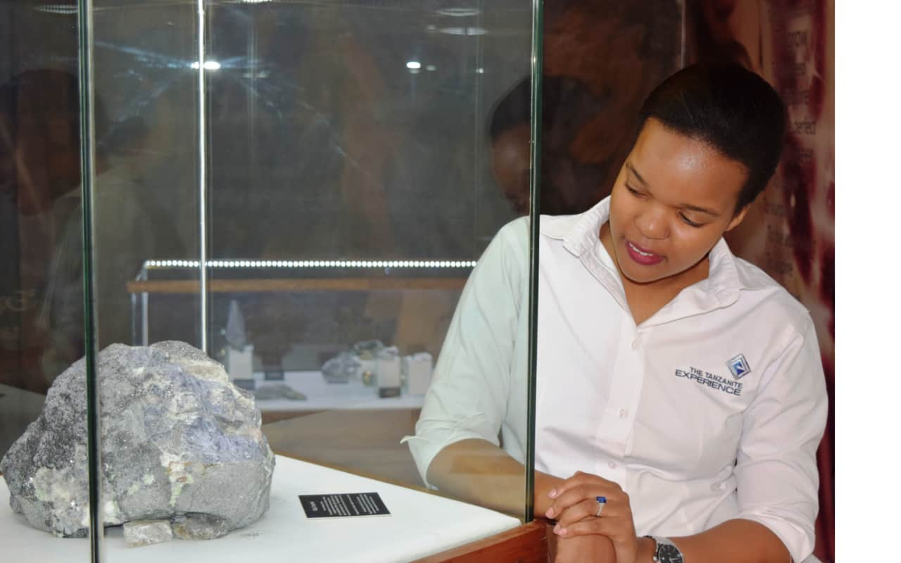 Staff from the Tanzanite musuem explaining about Tanzanite