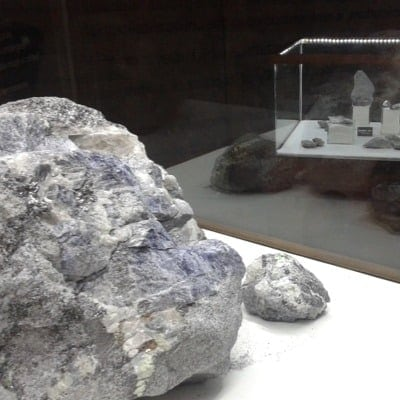 Large Tanzanite stones being showcased