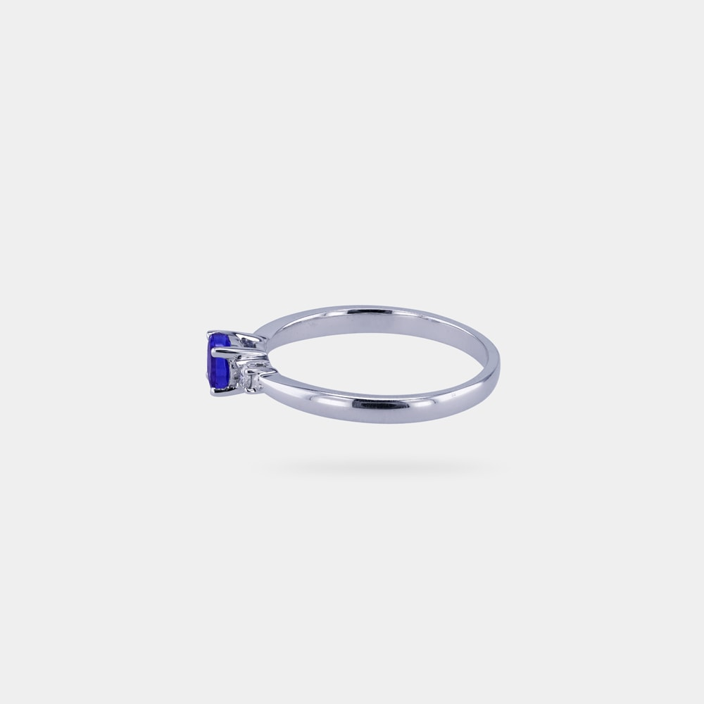 0.42 Carats Round Shaped Ring with White Gold Metal