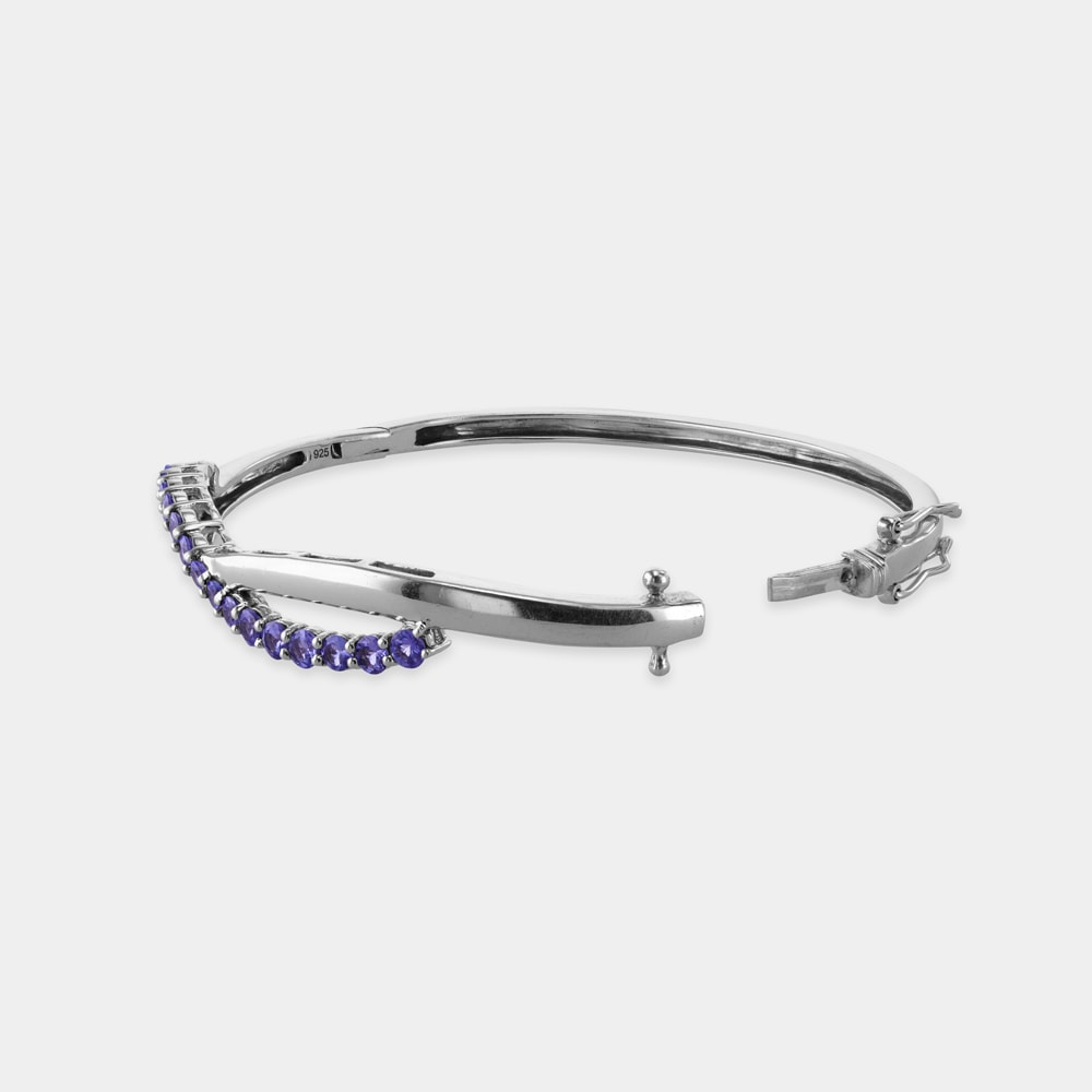 4.00 Carats Round Shaped Bangle with Silver Metal