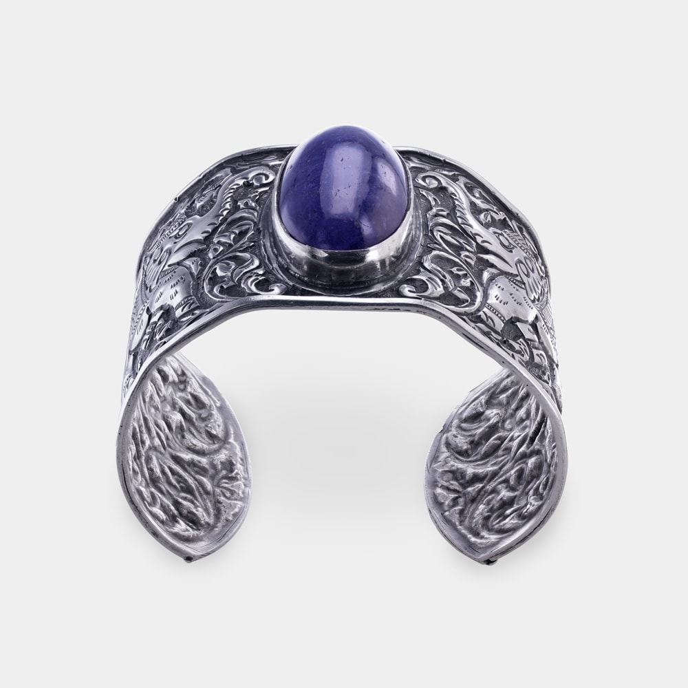 120.30 Carats Oval Shaped Bangle with Silver Metal