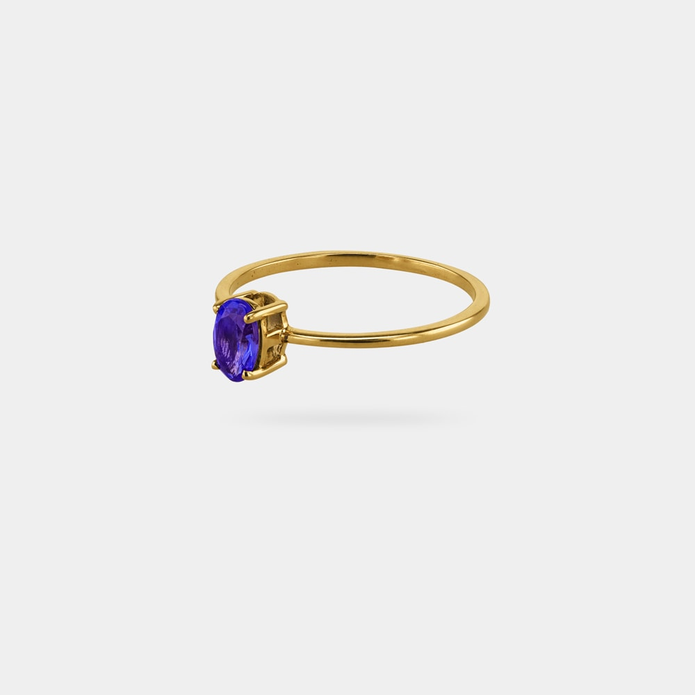 0.50 Carats Oval Shaped Ring with Yellow Gold Metal