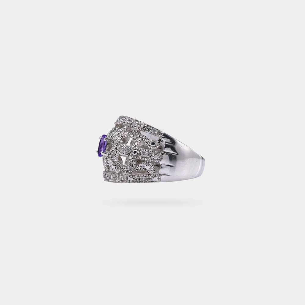 0.27 Carats Oval Shaped Ring with White Gold Metal