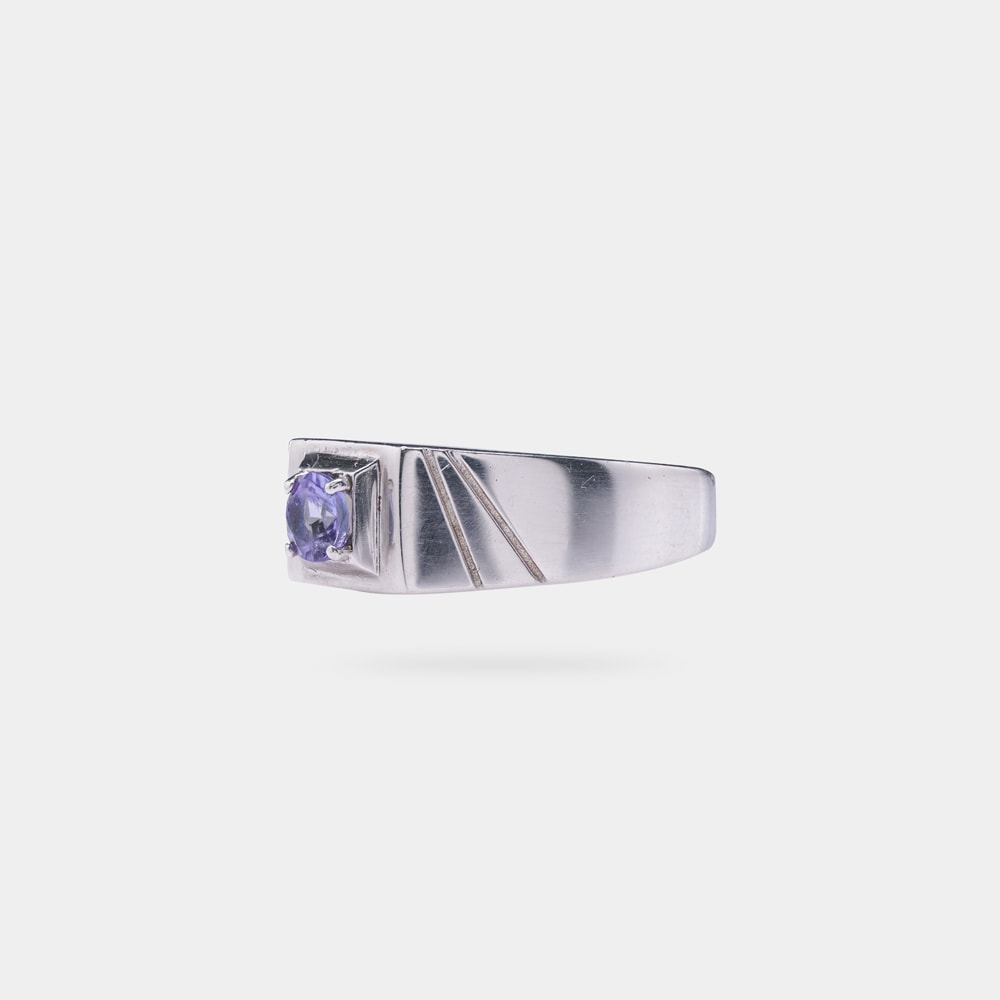 0.30 Carats Round Shaped Ring with Silver Metal
