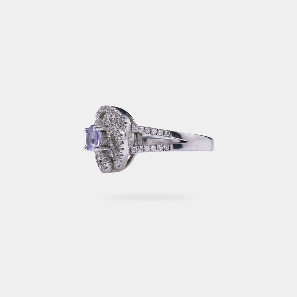 0.32 Carats Oval Shaped Ring with SIlver Metal
