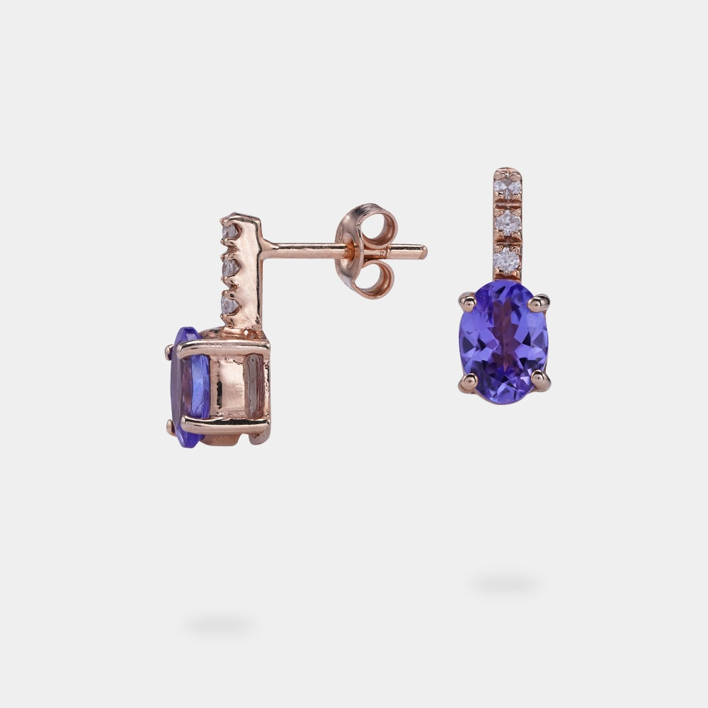 1.60 Carats Oval Shaped Earring With Rose Gold Metal