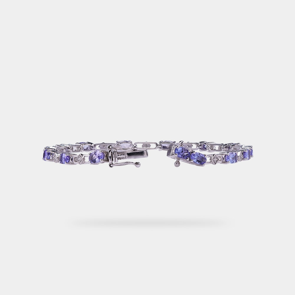3.68 Carats Oval Shaped Bracelet with White Gold Metal