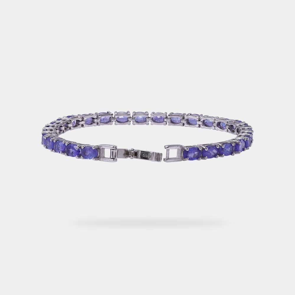 14.00 Carats Oval Bracelet with Silver Metal