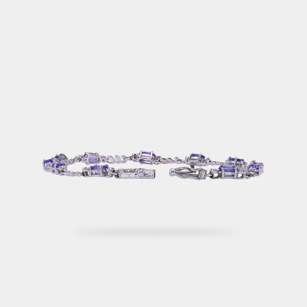 2.20 Carats Oval Shaped bracelet with White Gold Metal