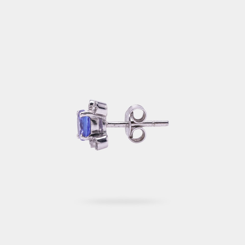 1.40 Carats Round Shaped Earring with White Gold Metal