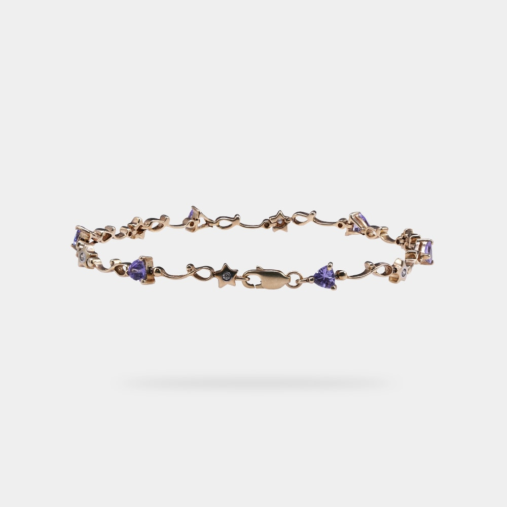 1.31 Carats Trilliant Shaped Bracelet with Yellow Gold Metal