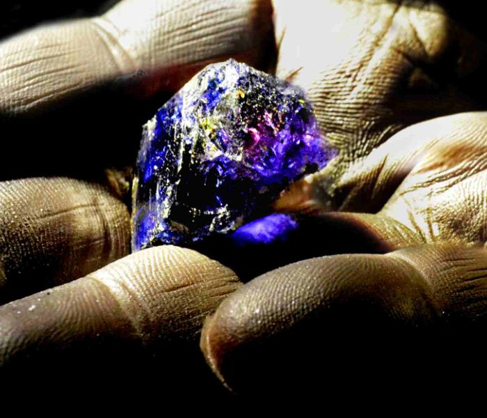 Tanzanite; one of the many stones used in lithotherapy